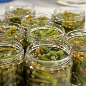 Pots de Cornichons de Kombu en production