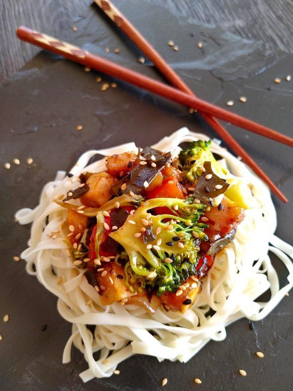 Sauté au tofu et salade d'algues